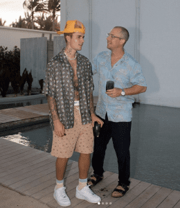Justin Bieber Con Unas Nike Air Force 1 Blancas De 100 Euros