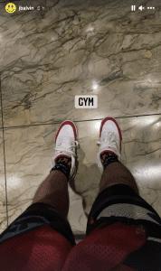 J Balvin Entrena Con Unas Air Jordan 3 Tinker En Blanco Y Rojo